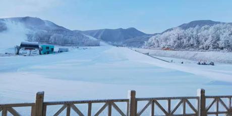 【无需预约|宁夏娅豪国际滑雪度假区】48元起即可享受滑雪乐趣;初级、中级滑雪道通通包含,解锁浪漫雪景,畅快玩雪